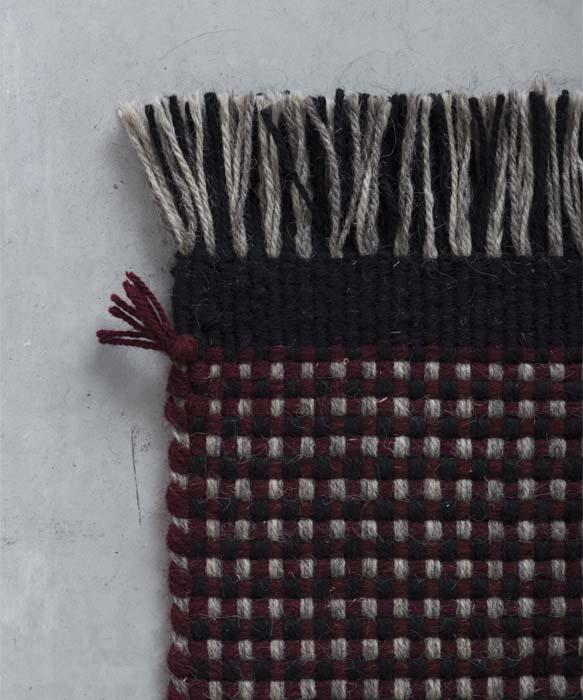Tutti i tappeti di Tessoria Asolana possono essere personalizzati nelle dimensioni, nei colori, nelle finiture e negli inserti, senza confini né concettuali né dimensionali