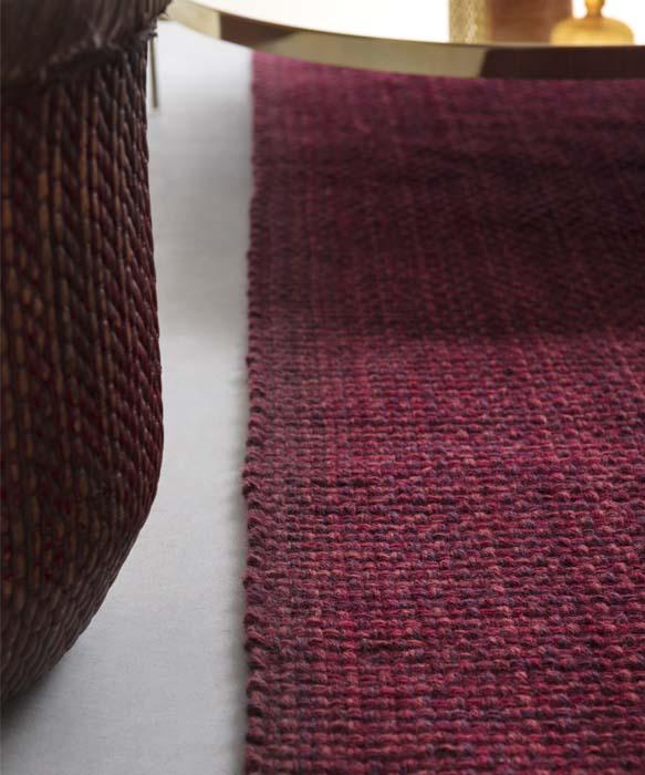 tappeto per salotto dai dettagli moderni realizzato a mano su misura
